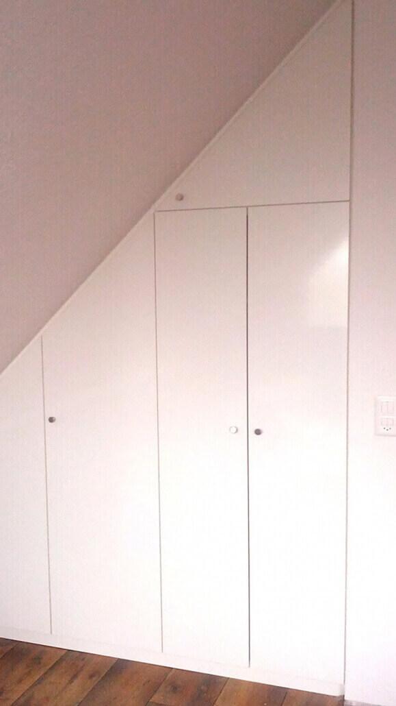 weißer Einbauschrank unter Dachschräge | Schreinerei Heer