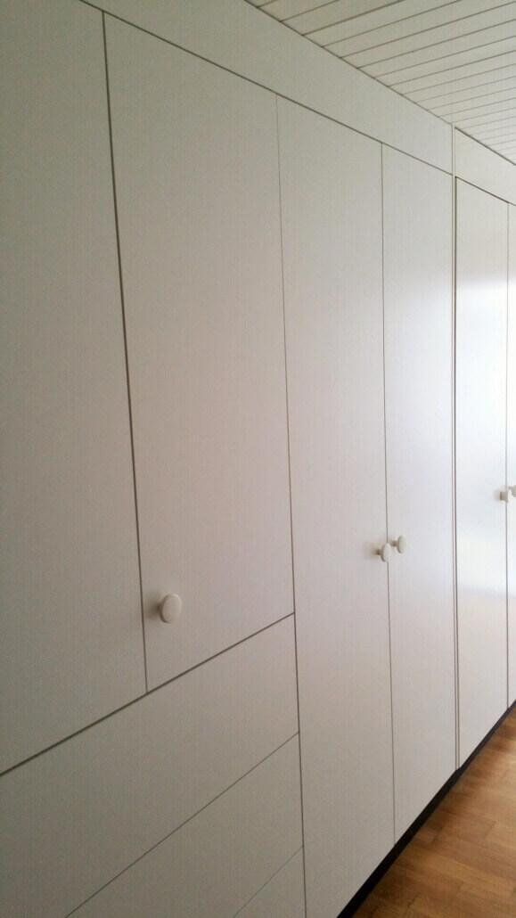 weißer Einbauschrank mit Schubladen | Schreinerei Heer
