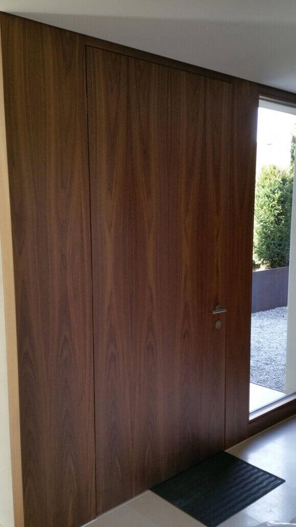 braune Haustür aus Holz | Schreinerei Heer